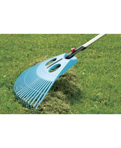 Грабли пластиковые веерные для газонов Gardena Combisystem XXL 77 см (03106-20)